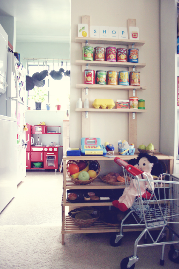 Play kitchen and pretend market shop. See more photos here: http://everclevermom.com/2013/09/evas-diy-pretend-market-and-play-kitchen/