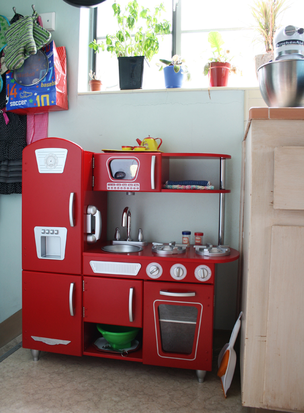 Red retro play kitchen toddler height. See more photos here: http://everclevermom.com/2013/09/evas-diy-pretend-market-and-play-kitchen/