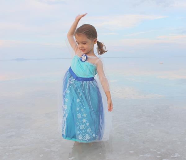 Queen Elsa doing the magic #FROZENFun #shop