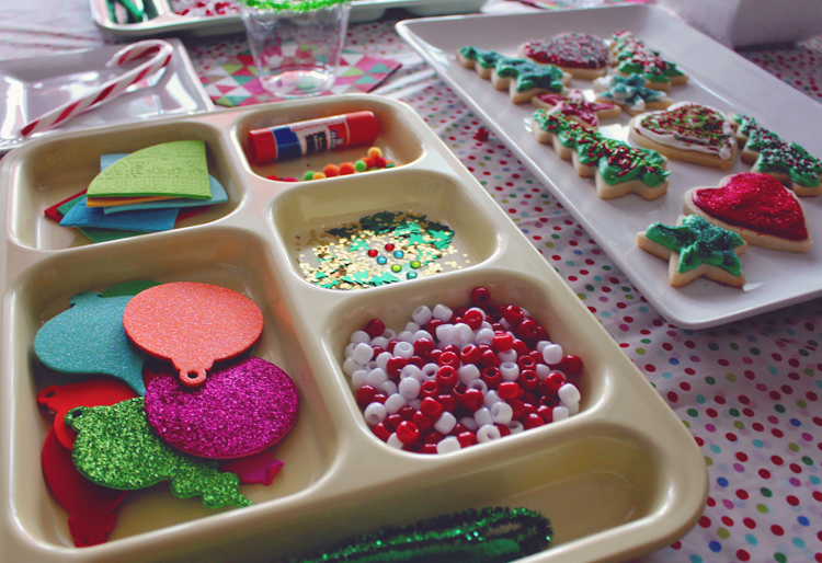 Vintage lunch trays to hold Christmas crafts for a party