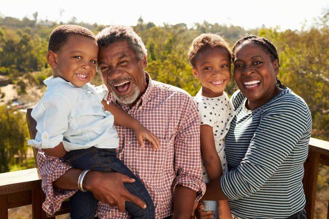 seniors grandparents_1280x853 640x427