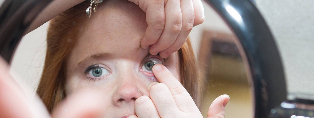 Eye doctor, woman putting on a scleral contact lens in St. Louis, MO