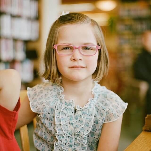 girl grinning glasses 640.jpg