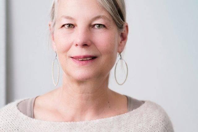 older woman with hoop earings, with macular degeneration