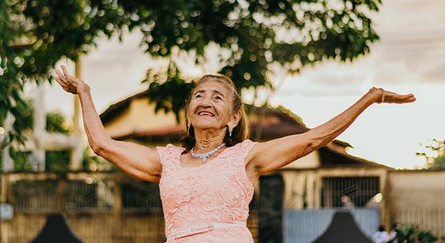 happy senior outside 640×350