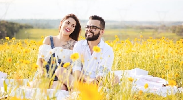 couple on a field of flowers 640