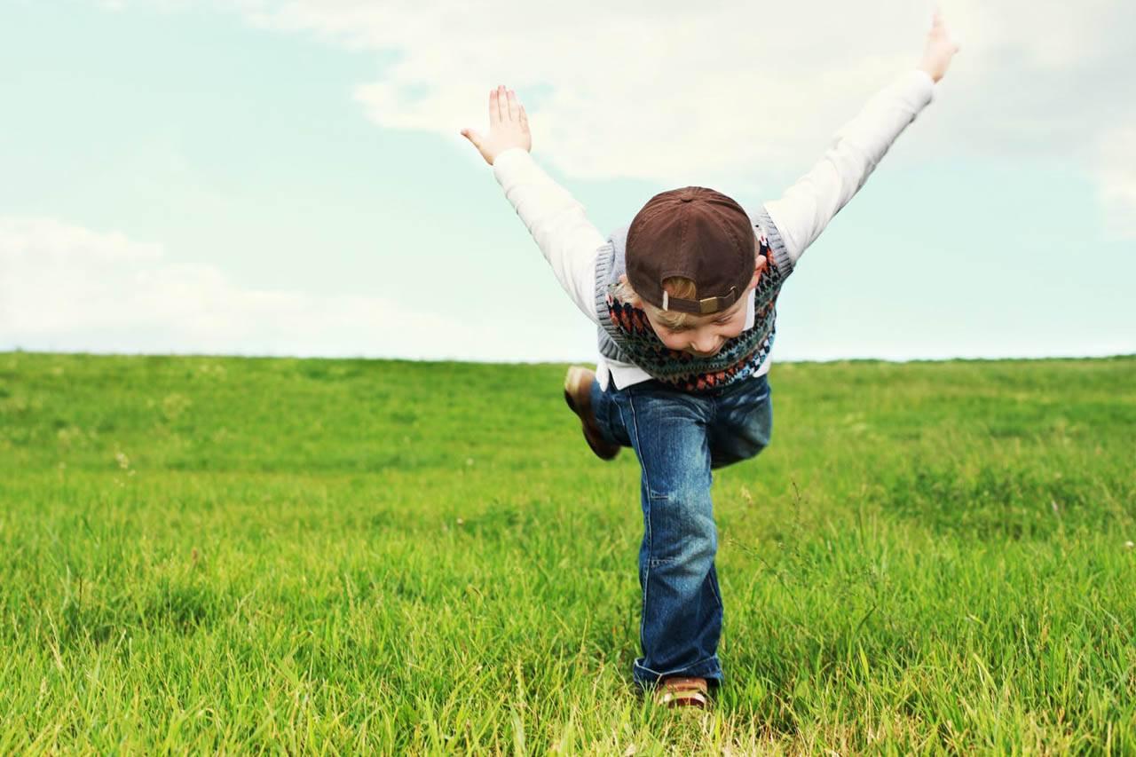 kids flying 1280x853