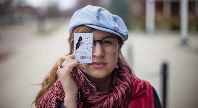 woman-wearing-glasses-stylish_640x350