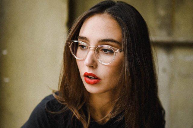 woman clear frames red lips 1280x853.jpg