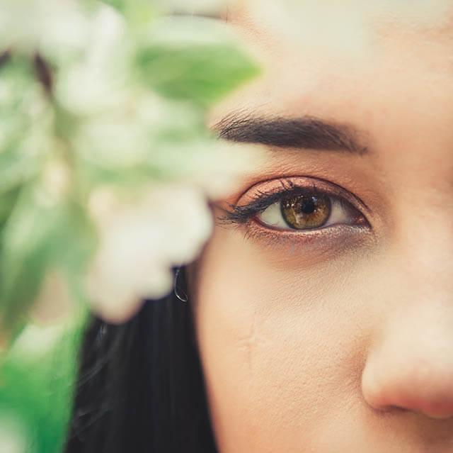 gentle-eye-woman_640