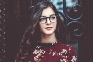 girl glasses_1280x853 1 300x200 1