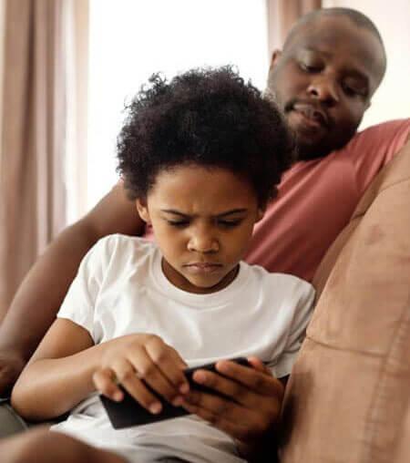 kid playing smartphone v2