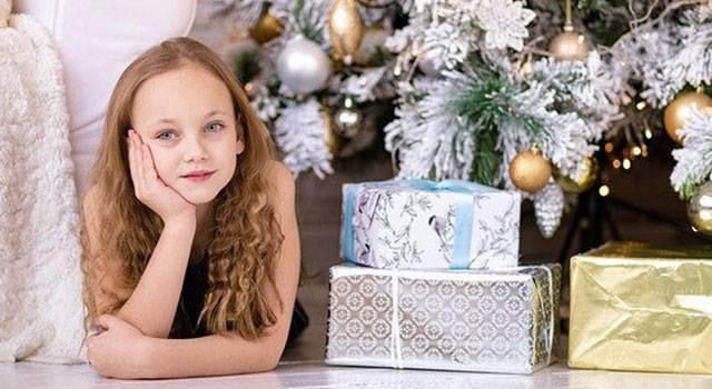 girl holiday gifts blog image