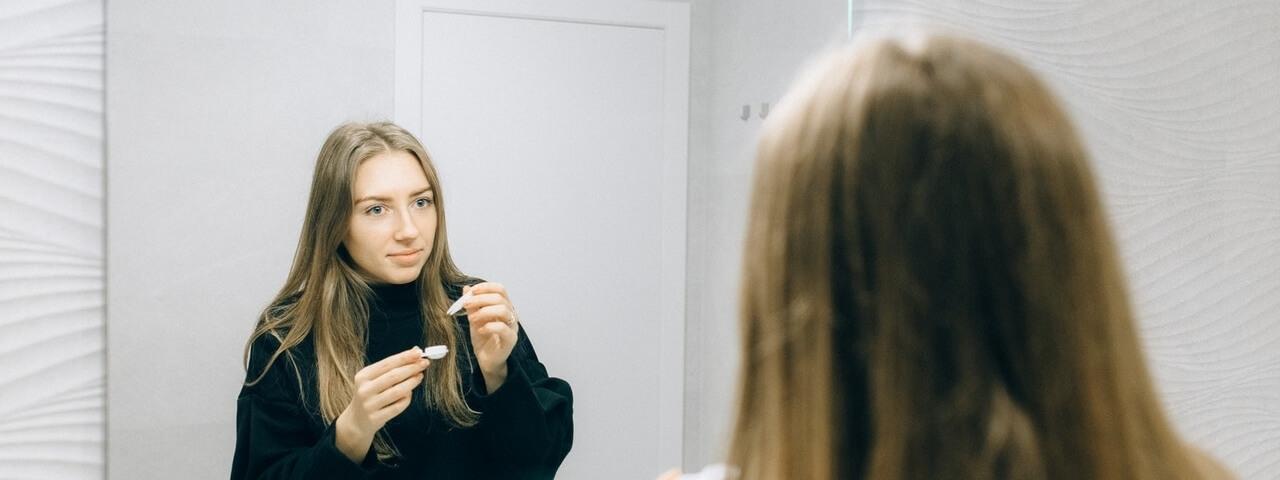 girl putting on scleral lenses