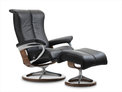 Black-paloma-with-walnut-wood-stressless-signature-piano-recliner