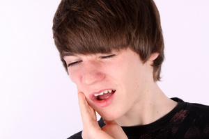 Kid with toothache from grinding teeth