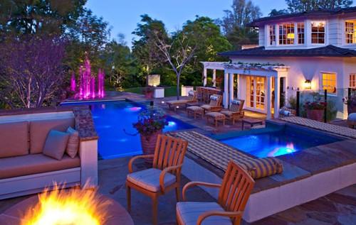 Backyard_lights,_pool
