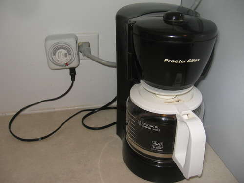 Turn any coffee maker into an automatic coffee maker