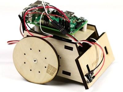 Windows 10 IoT core controlling a Raspberry Pi 2 robot