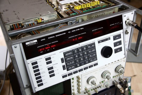 Schlumberger 4002 signal generator