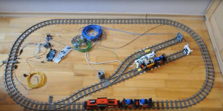 Create an automated LEGO train decoupler with Arduino