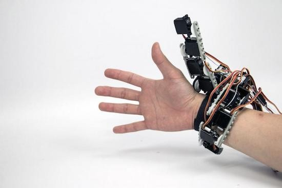 Wearable device gives you an extra robotic hand