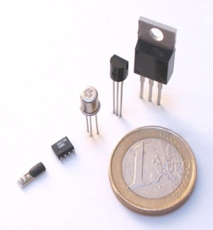 Very low power temperature sensor