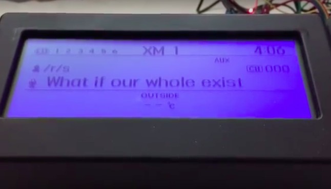 Maker hacked his car's dashboard to display Shower Thoughts