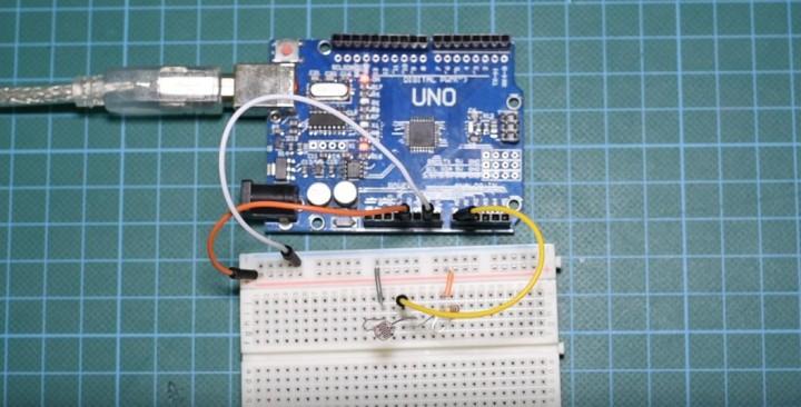 Arduino Tutorial: Serial Plotter the new impressive tool of the Arduino IDE