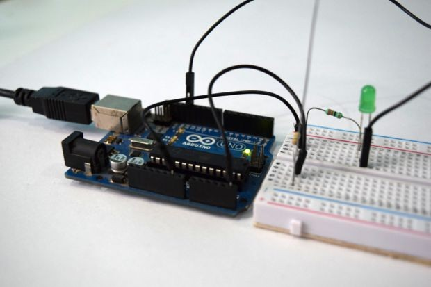 Electromagnetic Field Detector using an Arduino