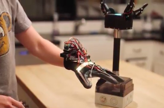 Grab things with an Arduino robotic gripper
