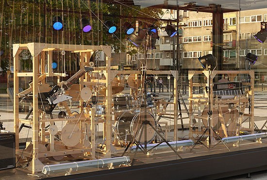 Massive mechanical music box plays ever-changing melodies