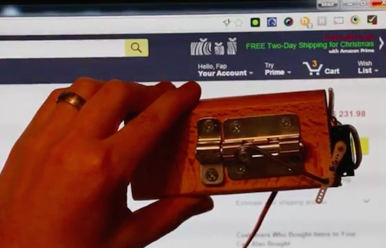 Arduino door lock is activated by opening an incognito window