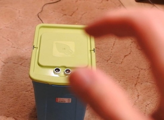 Open this Arduino trashcan by waving your hand