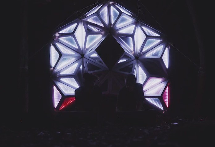 Shining Back liveset blows your mind with light and sound