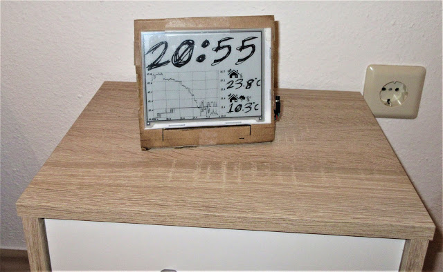 E-Ink Table Clock and indoor ,Outdoor Temperatur Monitor With PIC32MX