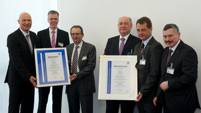 Left to right: Christian Striegl, TÜV SÜD, with Christoph Klenk, Werner Frischholz, Wolfgang Hock, Jens Hoyer and Albert Bauer from Krones.