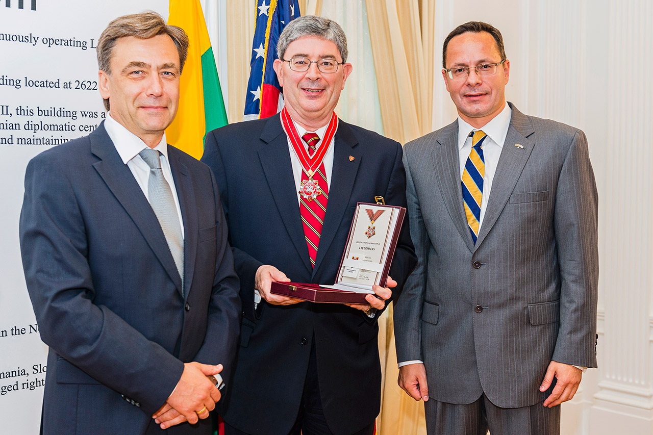 George Weigel receives Lithuanian Diplomacy Star