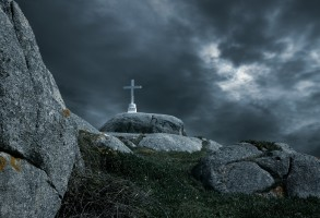 Lent_Christian_cross_clouds_dark