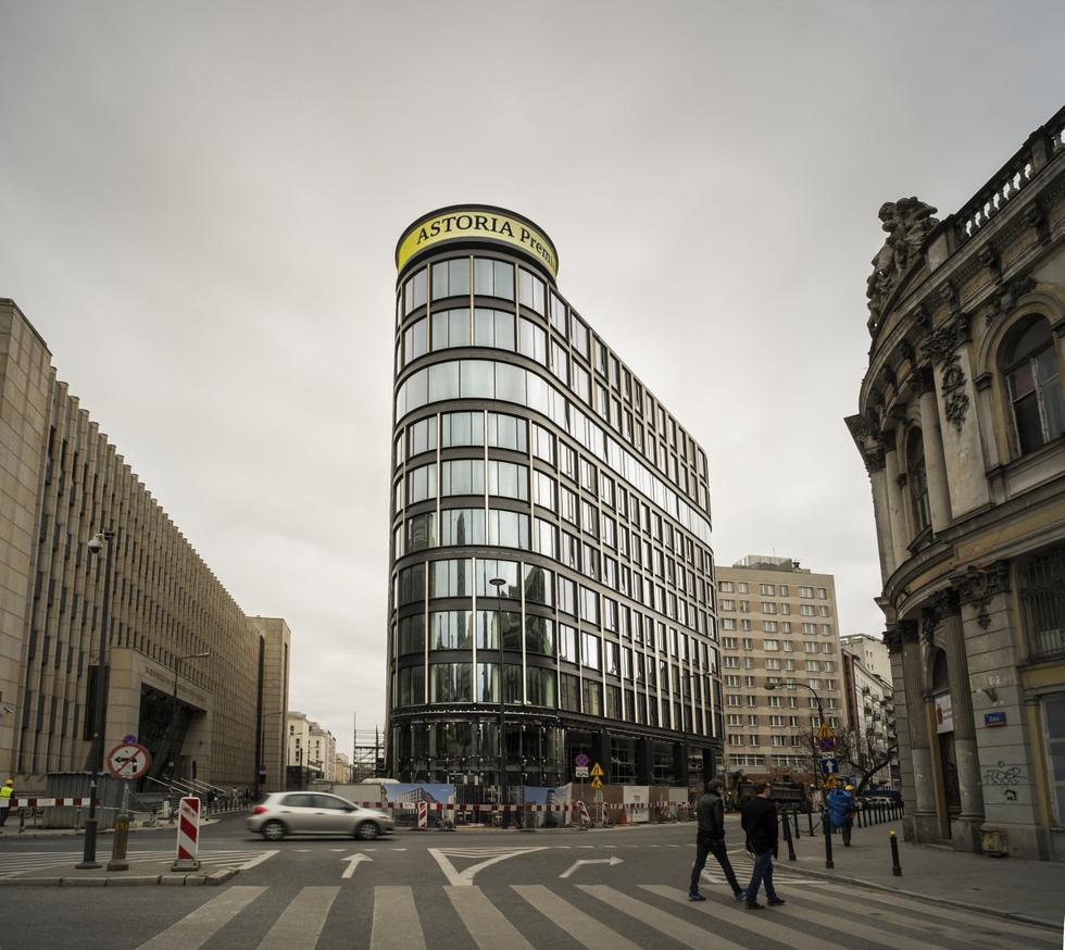 Astoria-Warsaw-Poland-Facade-Unveiling-0