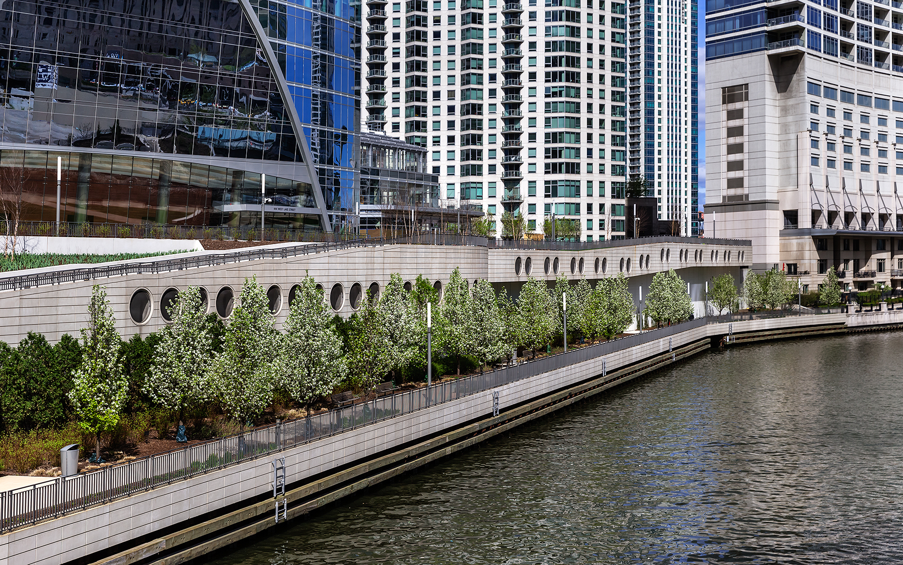 River_Point_Chicago_Illinois_RiverwalkVi