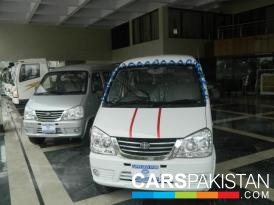 2013, White Faw FAW X-PV (Petrol ) For Sale, Lahore, By: Uzair Ahmed  (Private Seller)