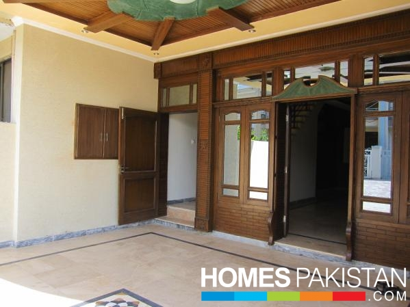 16 Marla 5 Bedrooms Best Location Beautifully Constructed Bungalow For ...