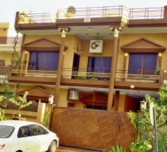 12.44 Marla 7 Bedrooms Beautiful Location House For Sale