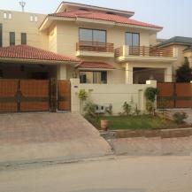 500 Sq Yards 9 Bedrooms Fantastic Location Triple Storey Bungalow For Sale