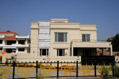 600 Sq Yards 12 Bedrooms Good Location House For Sale