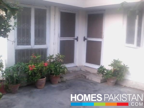View Larger. 400 Sq  Yard 3 Bedroom s  House For Rent  Gulshan e Iqbal  Karachi