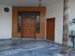 250 Sq Yards 4 Bedrooms Wonderful Location Bungalow For Sale