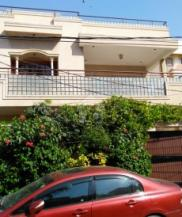 240 Sq Yards 4 Bedrooms Ideal Location Bungalow For Sale In Gulshan-e-Faisal