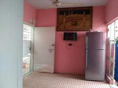 75 Sq Yards 2 Bedroom Ideally Located Flat For Sale
